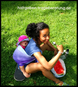 haltgeben_trageberatung_münchen_Sommer_Babytragen_Leinen_Oschaslings_DyedGrad_Wassermelone
