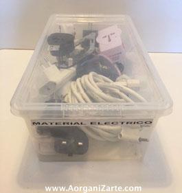 guarda los cables, enchufes y alargos en cajas transparentes - Aorganizarte