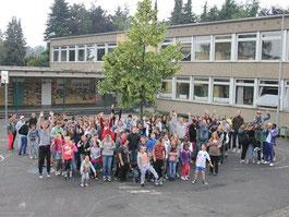 Schulhof mit Kinder