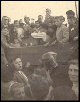 Bekeruitreiking op de Bek te Neeroeteren 24 juli 1955 winnaar Modest van Laer.
