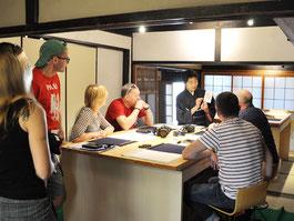 #tea #ceremony #kyoto #ikebana #calligraphy #class #workshop #tour #guide #thingtodo #kimono #geisha #samurai #ninja #flower #garden #experience #culture #travel #hotel #guesthouse #accommodation #sake #food #restaurant #craft #art #townhouse #history