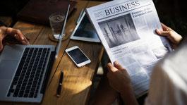 Zeitung, Laptop, Smartphone