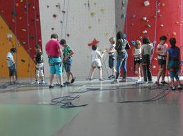 Centre de loisirs de Romorantin - Accueil des enfants pendant les vacances scolaires - Activité escalade vacances d'été