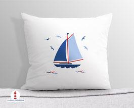 Kissen für Kinderzimmer und Ferienhaus mit Segelbooten aus Baumwollstoff - andere Farben und Namen möglich