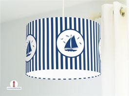 Lampe fürs Kinderzimmer mit Streifen und Segelbooten in Blau Weiß aus Baumwolle