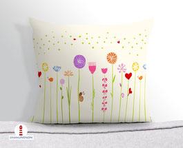 Kissen für Babys und Mädchen mit bunten Blumen auf hellem Beige aus Baumwollstoff - andere Farben und Namen möglich