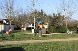 Salle des fêtes et aire de jeux enfants de Lassay-sur-Croisne, trait d'union entre la vallée du Cher et la Sologne