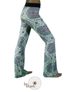 Yogahose Jogginghose für Frauen Fair gehandelt Fair Trade Fairer lokaler Handel weiß Mandala bequem gemütlich locker lässig elastisch Wohlfühlen Wellness Faulenzen Chillen Relaxen Yoga Workout Meditation Tanz Reisen Spandex