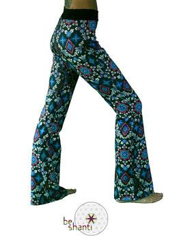 Yogahose Jogginghose für Frauen Fair gehandelt Fair Trade Fairer lokaler Handel grün Mandala Hippie Flowerpower Seventies bequem gemütlich locker lässig elastisch Wohlfühlen Wellness Faulenzen Chillen Relaxen Yoga Workout Meditation Tanz Reisen Spandex