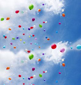 Luftballon Ballon Weitflug Luftballon Promotion Wettbewerb Firma Firmenevent Massenstart Heliumballons Event Firma Jubiläum