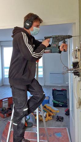 Valentin Besançon-apprenti électricien-entreprise d'électricité-Thierry Besançon à Bourg-en-Bresse