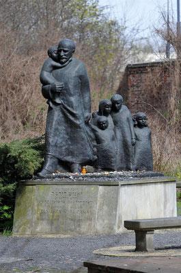 Monument à Janusz Korczak, cimetière juif de Varsovie