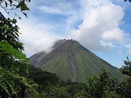 Vista del Volcán Arenal del lado montañoso