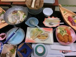 *牡蠣鍋・酢ガキ・牡蠣グラタン・牡蠣フライ・牡蠣飯・牡蠣の茶わん蒸し・牡蠣の佃煮・お刺身・味噌汁・果物