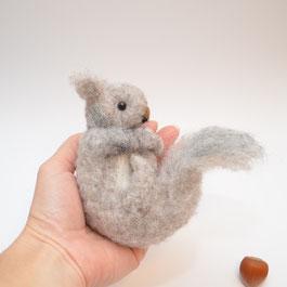 Eichhörnchen aus Filz, Herbstdeko aus Filz, Eichhörnchen Wolle, graues Eichhörnchen aus Filz,