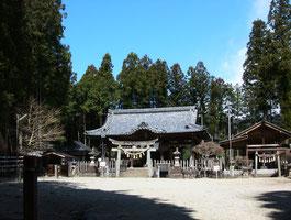 坂下神社(岐阜県中津川市) 義仲が対岸から矢に願文を付けて放ったという。