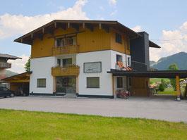 Haus Holzner, Nordseite, Anfahrt