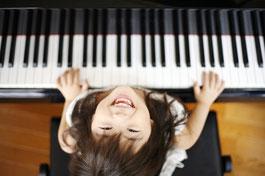ピアノと女の子