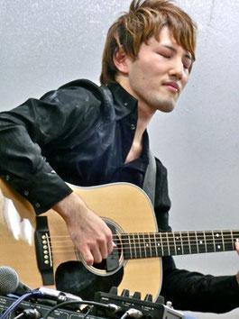 ギターの中のギターと言われる、愛器マーチンD-28の奥深い響き。