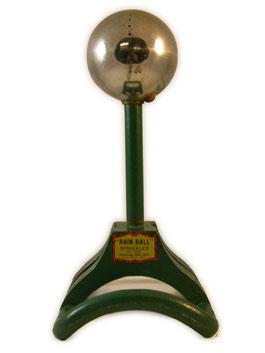 1940. Michigan. Rain Ball. Cabecera de cromo con orificios por donde sale el agua de riego