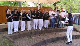 Die Sängerfreunde Leerstetten auf dem Walpurgismarkt