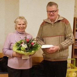 Annemarie Ackermann: Ein Ständchen & Blumenstrauß zum 75. Geburtstag