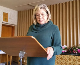 Christa Riehn, Geschäftsführerin des Fränkischen Sängerbundes, ehrte im Namen des FSB langjährige Mitglieder bei den Sängerfreunden Leerstetten