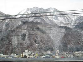 越後湯沢でようやく雪景色でした