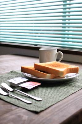 五島、ゲストハウス、朝食、コーヒー、トースト、ジャム、バター