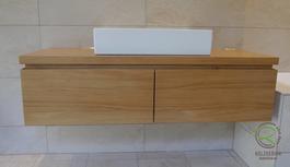 Massivholz Waschtischunterschrank Eiche massiv lackiert, integrierter Griffleiste auf Gehrung, 2 Schuladen, mit Aufsatzbecken