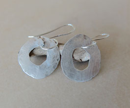 gehämmerte Silber-Ohrringe
