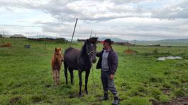 Jäger Shakro und seine Pferde