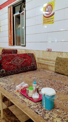 Wahlweise am Tisch oder auf dem Bett: Iranisches Lokal
