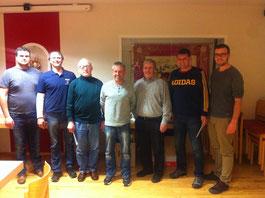 Die Erstplatzierten beim FFW-Preisschafkopfen mit den Vorsitzenden Roland Schießl und Martin Macht sowie Kommandant Thomas Gebhard.