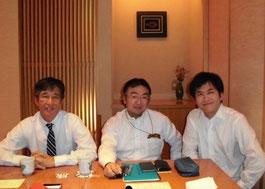 ※左からセック社の秋山社長、田中、ZMP社の谷口社長。
