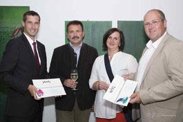 Raiffeisenbankdirektor Markus Wirrer, Helmut Jawurek, Ute Gräber und Bürgermeister Dr. Alfred Pohl in Mistelbach