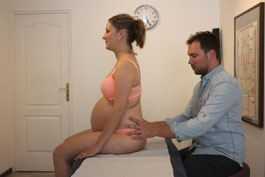 la femme enceinte peut consulter favorablement l'ostéopathe