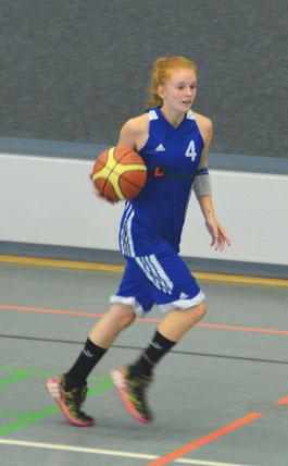 Zwei Mal von jenseits der Drei-Punkte-Linie erfolgreich, die 16-jährige Lilya Koch. (Foto: Moradi)