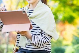 気持ちよく主体的に、かつ意欲的に仕事に励む女性社員。