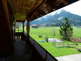 Aussicht vom Balkon des Wohnheims Burgbühl an der Lenk