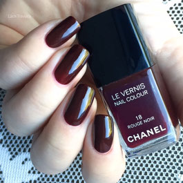 swatch CHANEL ROUGE NOIR 18 LE VERNIS