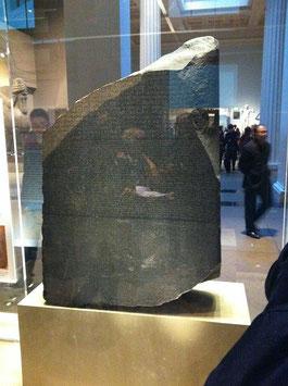 大英博物館では有名な『ロゼッタストーン』などが無料で見られる