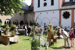 Viele Besucher kam im vergangenen Jahr, um sich die Kreationen der angehenden Floristen anzusehen. (Foto: Angelika Fröhling)