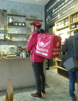 Foodora-Kurier in Hamburg, Foto: W.B.