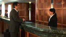 """Speziell für Mitarbeiter im Gastgewerbe bietet LinguaTV das in Zusammenarbeit mit dem Deutschen Hotel- und Gaststättenverband (DEHOGA Berlin) entwickelte Englisch-Kommunikationstraining """"English for H"""