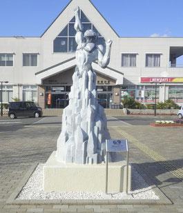 須賀川駅 ウルトラマン モニュメン