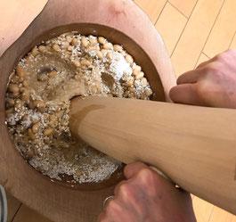 東京都内、里山農家での味噌づくりワークショップ。百姓秘伝の手作り味噌講座。
