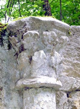 Ruines de l'Abbaye de Saint-Sulpice : châpitaux