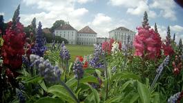 München Schloss Park Blumen Beete Frühling