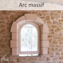 Encadrements en pierre - Arc massif - Tout en pierre (Var)